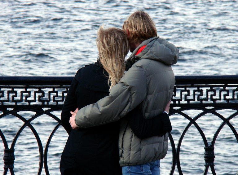 Par kærester mand kvinde kærlighed
